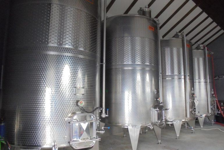 Vinurile românești exportate în interiorul UE ajung cu precădere în Marea Britanie și Germania; cea mai mare cantitate de vin importată de România a provenit din cramele de peste Prut