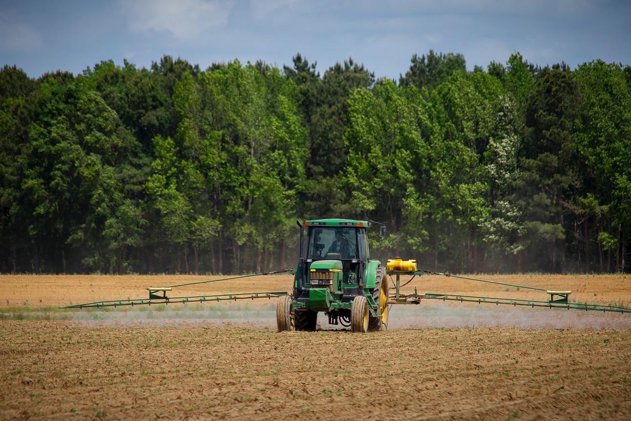 REUTERS: Mărimea chiar contează! Marile ferme americane devin mai puternice, în timp ce micii fermieri abia supraviețuiesc, în condițiile războiului comercial cu China