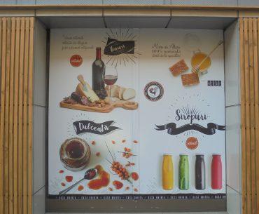 """Primul magazin deschis de Casa de Comerț """"Unirea"""" în București, decor ca la Mega Image; un patron de păstrăvărie din Bistrița-Năsăud a ajuns furnizor după ce a participat la un târg la MADR"""
