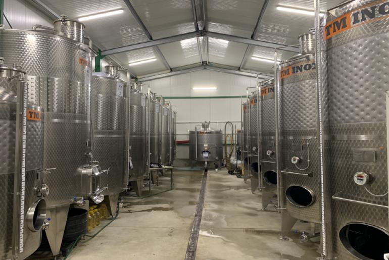 Cramele românești se digitalizează! Casa de vinuri ZAIG din Teaca, județul Bistrița Năsăud, a expediat primele sticle, prin curierat, la București, în urma unei comenzi primite on line