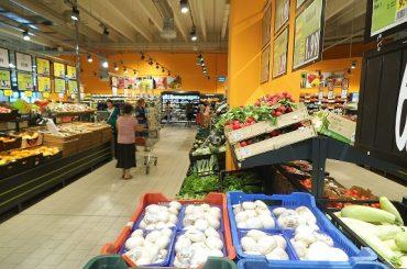 Dezinformare pe tema noii legi a hypermarketurilor; acestea pot semnala la raft produsele românești, contrar unor afirmații vehiculate în presa agricolă