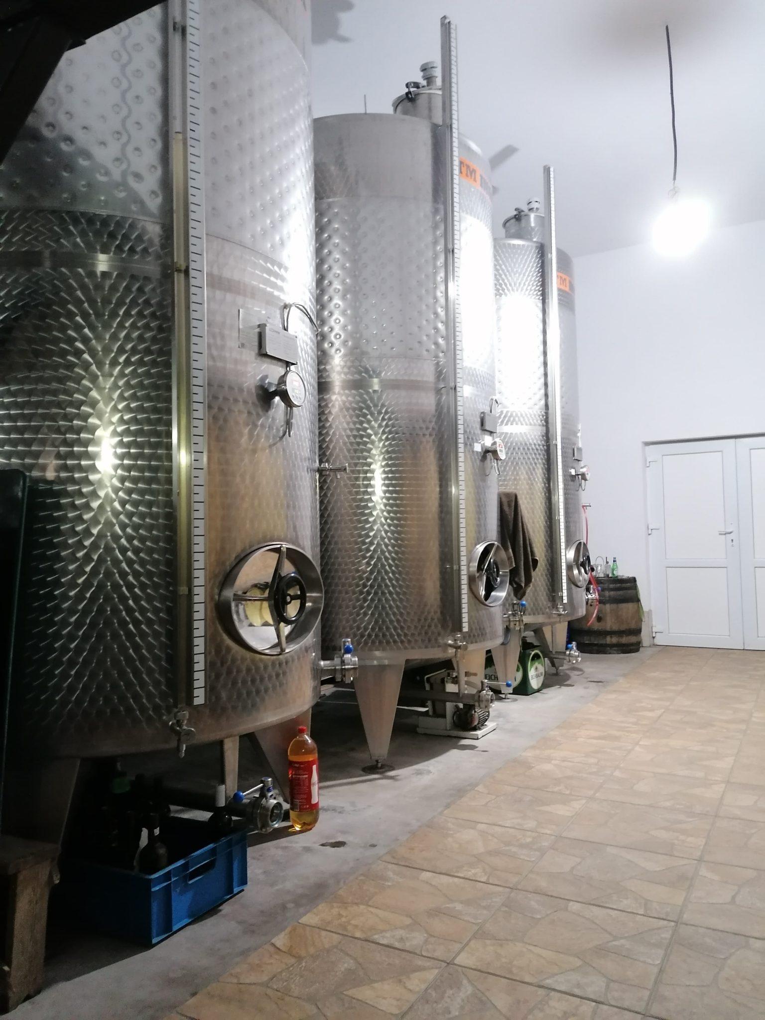 Scădere a producției de vin românesc în 2020 cu 7 % față de anul trecut și cu 12% față de media ultimilor 5 ani; producția la nivel mondial estimată anul acesta la 258 de milioane de hectolitri