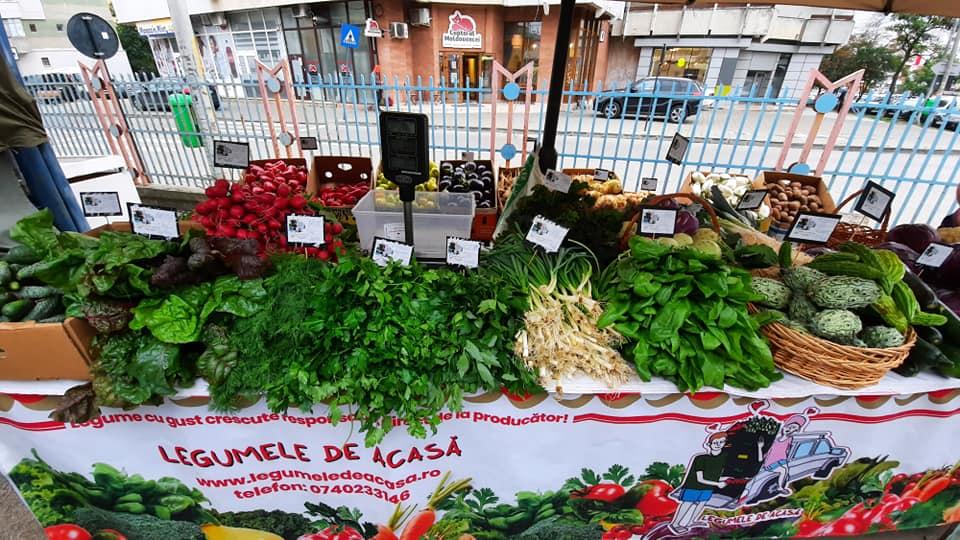 Doi tineri legumicultori din județul Iași și-au relansat afacerea cu ajutorul fondurilor europene și își vând legumele în urma comenzilor primite on line