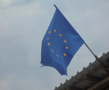 Făină albă de grâu, ulei, conserve carne de vită și alte alimente oferite persoanelor defavorizate în cadrul unui program finanțat de Uniunea Europeană