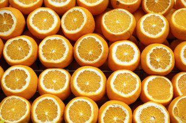 """Afacerea """"Portocala"""": doi români au preluat ilegal, dintr-un depozit din Spania, peste o sută de tone de portocale și le-au vândut pe o piață paralelă"""