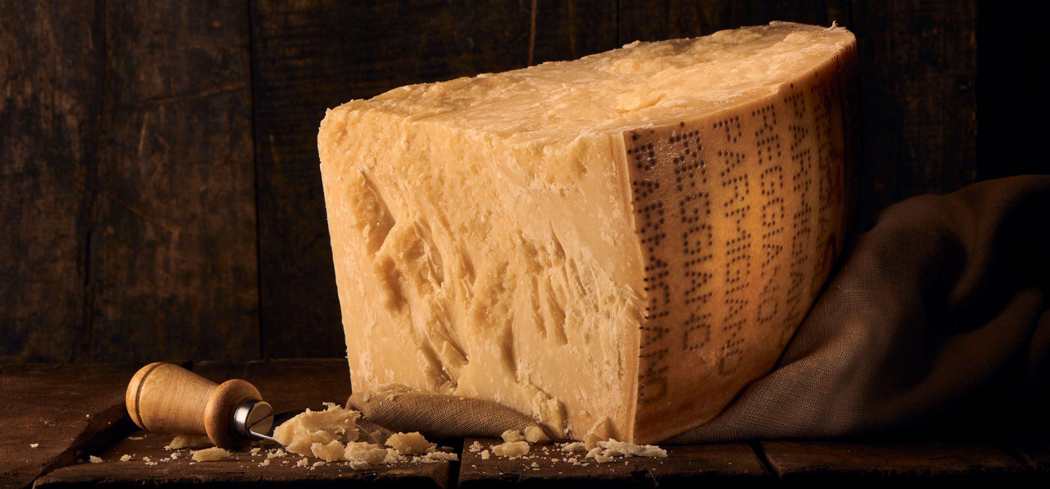 Vestea că suprataxele impuse de Trump brânzeturilor europene vor fi eliminate de Biden, primită cu entuziasm în Italia; câtă brânză exportă România peste ocean