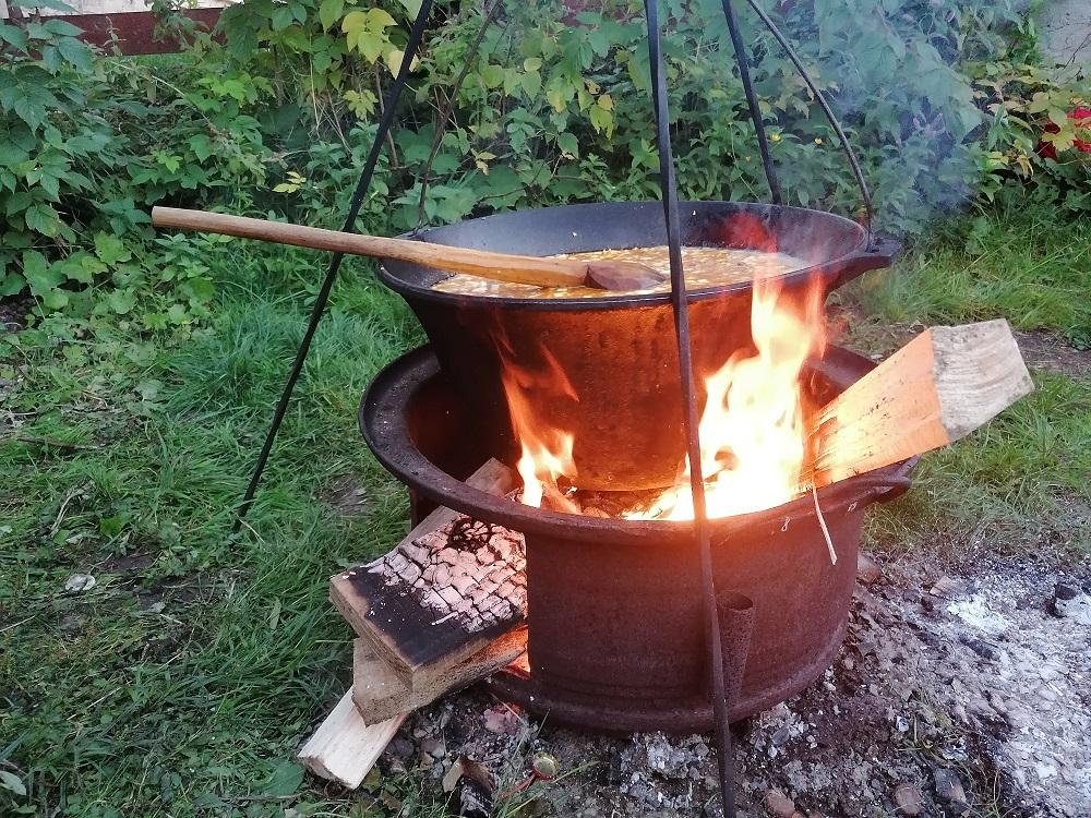 BOGRACS cu carne de mistreț, rețetă preparată de un pădurar din județul Bihor, în stațiunea montană Arieșeni